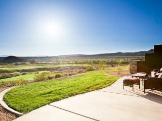 3 Bedroom Deluxe Vacation Home with Fantastic View of Front 9 - Southwestern Utah vacation rentals