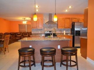 AC Home near to Amtrak & Lake Toho w boat parking - Kissimmee vacation rentals