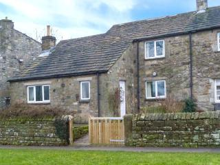 THE SYCAMORES, stone cottage with open fire, overlooks green and river, close pub in Burnsall Ref 921222 - Airton vacation rentals