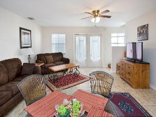 My Getaway -2 Bedroom Condo with a Shared Pool - World vacation rentals