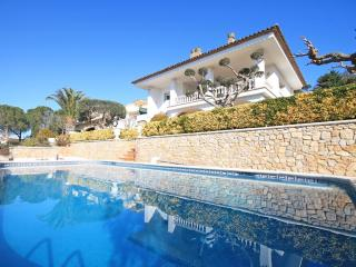 Family villa with private pool for holidays - L'Escala vacation rentals