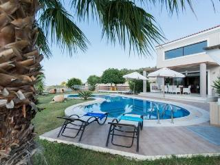 Villa Joanna-Spacious and Luxurious near Rethymno! - Rethymnon vacation rentals