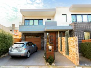 Inner City Haven 3 Storey  Big House Close To CBD - Melbourne vacation rentals