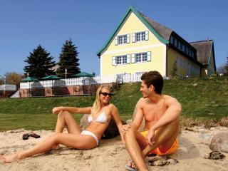 Vacation Apartment in Middelhagen - 1 bedroom, max. 4 people (# 6191) - Alt Reddevitz vacation rentals