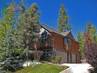 Dream Catcher Cabin a stay in this updated Vacation Cabin in Big Bear with a fenced yard and gorgeous decks makes it perfect for - Moonridge vacation rentals