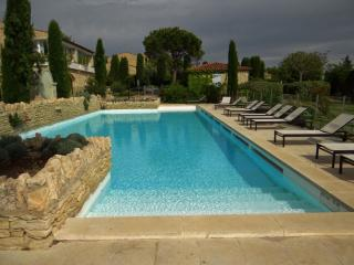 CHARMING COUNTRY HOUSE IN GORDES IN A RESIDENTIAL - Gordes vacation rentals