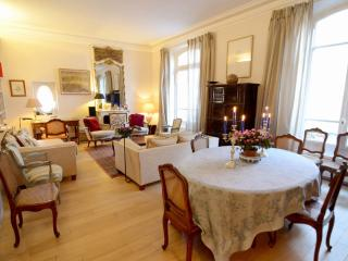 Paris Apartment with 2 Bedrooms at Rodin Museum - Paris vacation rentals