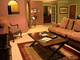 Romantic Lakeside Cottage - Eureka Springs, AR - Eureka Springs vacation rentals