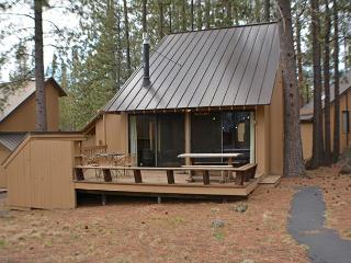 Updated Cabin, Private Deck, Flat Screen TV, 4 Unlimited SHARC Passes! - Sunriver vacation rentals