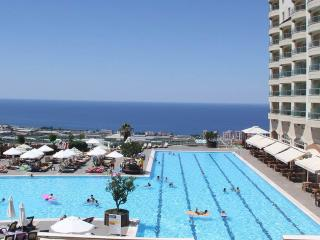 Luxury 2 Bed Apartment in Resort - Alanya vacation rentals