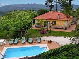 218 - Lovely villa with pool and jaccuzi - Cangas vacation rentals