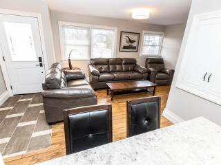 Niagara Escarpment Home  - Weekly Discounts! - Niagara Falls vacation rentals