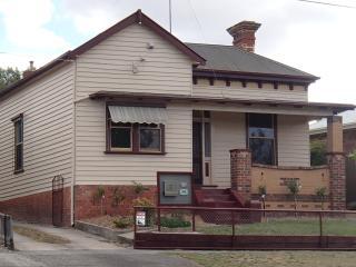 Sovereign Cottage Ballarat - Ballarat vacation rentals