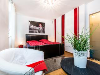 Cathedral/Trade/Mediapark 25s - Cologne vacation rentals