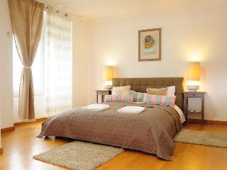 Spacious 5 Bedroom Apartment with Jacuzzi - Lisbon vacation rentals