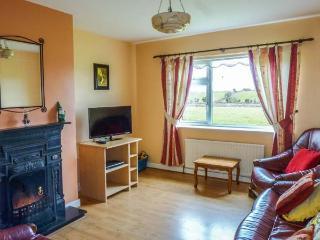 GREENACRES, single-storey, woodburning stove, open fire, family accommodation, near Ballinrobe, Ref 920319 - Westport vacation rentals