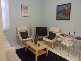 Apt in Old Town Sunny Montpellier - Montpellier vacation rentals
