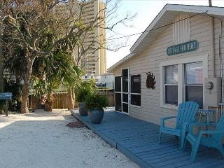 BAREFOOT BEACH BUNGALOW IS A COZY KEY WEST COTTAGE - Panama City vacation rentals