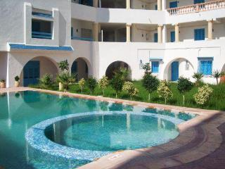 Colourful flat in Tantana, Tunisia, with air con, terrace and pool – 200m from the beach! - Port El Kantaoui vacation rentals