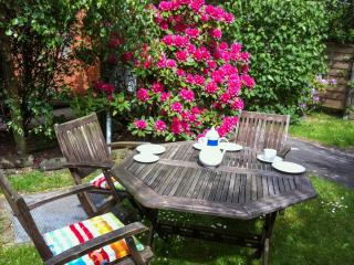 Enchanting flat on the island of Sylt in northern Germany, w/garden & WiFi - close to the beach - Sylt-Ost vacation rentals