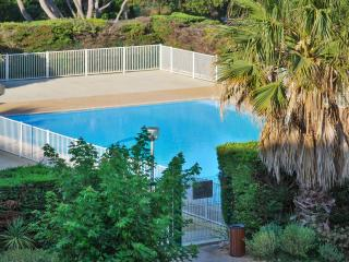 Delightful studio in Six-Fours, the Var, with large pool and stunning sea views - Six-Fours-les-Plages vacation rentals