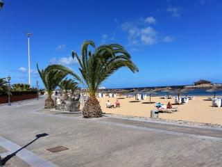 Colourful 1-bedroom apartment Costa de Antigua, Fuerteventura, with sunny terrace and garden view - Caleta de Fuste vacation rentals