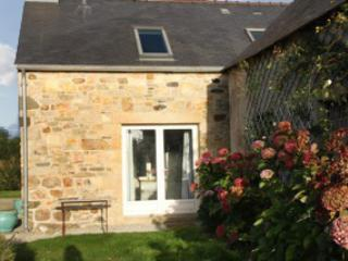 Three-bedroom stone house in Finistere with sea- and garden views, 600m from the beach - Telgruc/mer vacation rentals