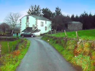 """Casa Irma"" - 4-bedroom house in Ourol, Galicia, with garden & mountain views - Vivero vacation rentals"