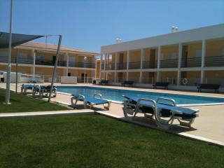 Magnificent flat in the Algarve with swimming pools & sea view, close to Albufeira, beaches and golf - Guia vacation rentals