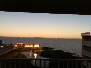 AWESOME BAYVIEWS! DIRECT BAYFRONT TOPFLOOR CONDO - Ocean City vacation rentals