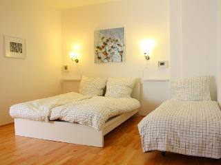Neukölln 40mq cute apartment for 1-4 pers. Fr.Wifi - Berlin vacation rentals