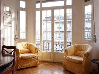 Classic 2 bed apartment downtown Nice - Nice vacation rentals