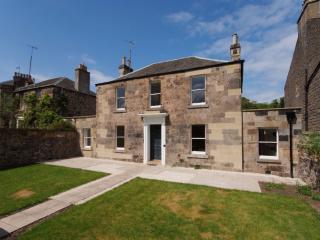 LAKESIDE HOUSE, Old Church Lane, Edinburgh, Scotland - Edinburgh vacation rentals