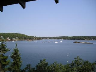 SALTAIRE| BOOTHBAY HARBOR | LINEKIN BAY | APPALACHEE LAKE | PRIVATE DOCK & FLOAT ON LINEKIN BAY | SHARED BEACH AND SWIM FLOAT FO - South Bristol vacation rentals