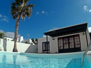 CASA FAYNA-Sleeps up to 6. Private pool & BBQ - Costa Teguise vacation rentals