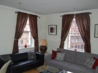 Bright One Bedroom Apartment in Mayfair - London vacation rentals