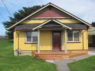 Walk to Arcata Plaza & Farmer's Market from this Vintage Bungalow! - North Coast vacation rentals