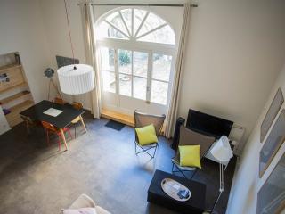 Cosy loft with garden in central location - Arles vacation rentals
