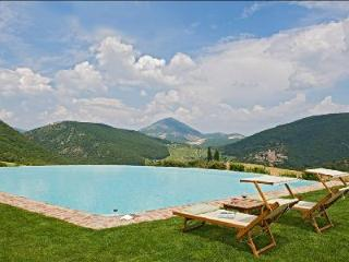 16th century farmhouse Subtilia offers spectacular views, infinity pool & private putting green - Torgiano vacation rentals