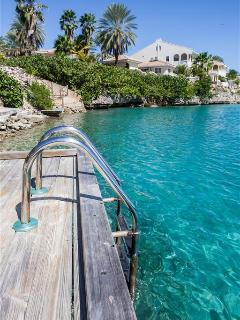 Ocean Resort Beach Apartment (no Bolivares or cash - Image 1 - Willemstad - rentals