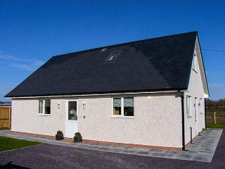 HENDRE, ground floor wet room, woodburning stove, WiFi, enclosed garden, Ref 913798 - Rhyl vacation rentals