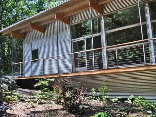 Secluded Year-Around Waterfront Cottage - Edgecomb vacation rentals