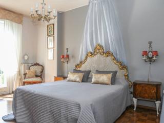 strategic flat 6px 12km Lake Garda breakfast wi-fi - Montichiari vacation rentals