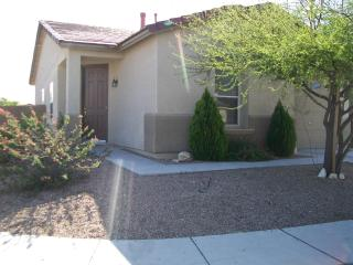 Tucson Delight - 2 bedroom, garage, mountain views - Tucson vacation rentals