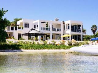 Beachfront Monicove - Gated Property, Rooftop Tub & Close to Activities - Whitehouse vacation rentals