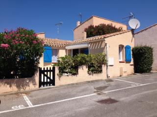 HOMELY VILLA POOL, GOLF, BEACH, TOWN CENTRE  CLOSE - Cap-d'Agde vacation rentals