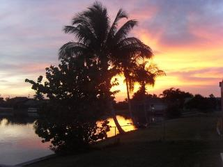 Wonderful Peaceful Lakeside Position, South Exposure, Great Fishing. - Cape Coral vacation rentals