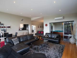 Ian Road Apartment  2 Bedroom suite. Mt Martha Vic - Dromana vacation rentals