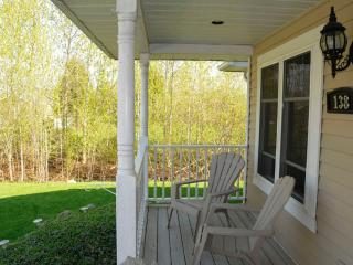 A Suite by the Bay (smaller bedroom) - Blue Mountains vacation rentals