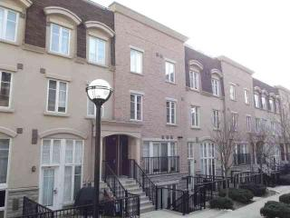 Bachelor / Studio unit in trendy Liberty Village - Toronto vacation rentals